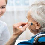 24 Stunden Pflegekraft mit ihrer Patientin
